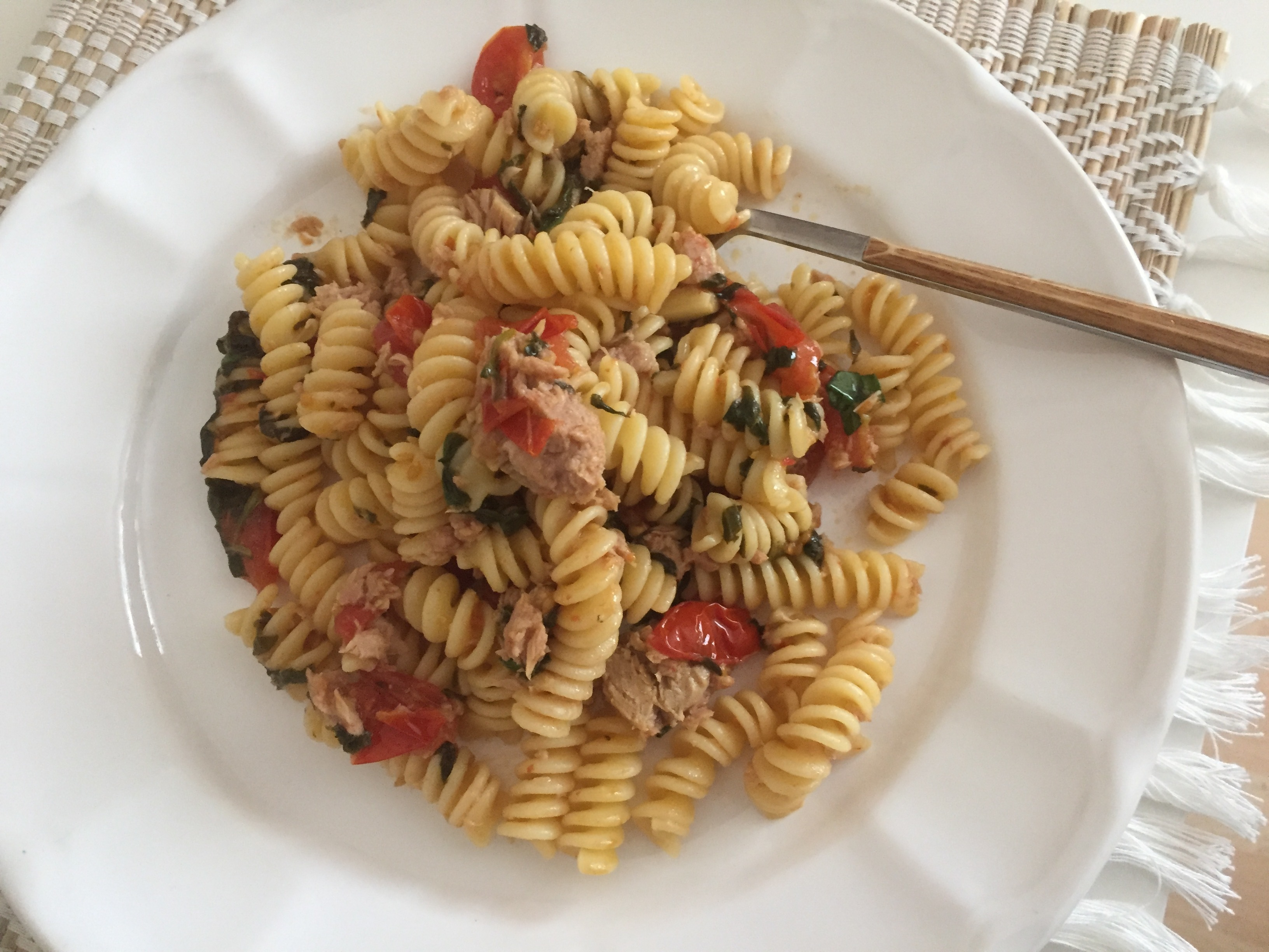 Tuna, spinach & cherry tomatoes pasta – Lemons and Olives