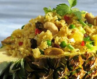 Thai Heavenly Pineapple Fried Rice (Vegetarian)