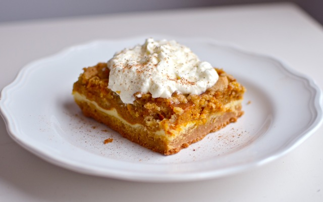 Pumpkin Cheesecake Crunch Bars