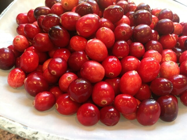 Thanksgiving Recipe: Homemade Cranberry Sauce