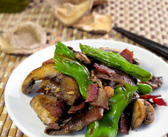 Sauteed Japanese peppers and mushrooms