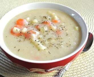 Creamy Cauliflower Soup with Carrots
