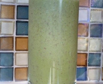 Anti-Aging Smoothie - Raw Frozen Red Or Purple Grapes With A Shot Of Matcha Green Tea, A Good Combination Of Resveratrol And Catechins