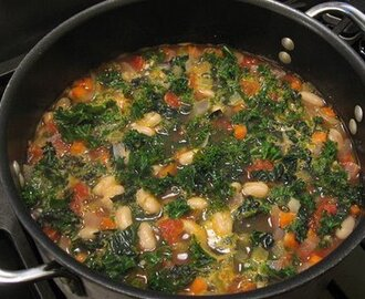 Vegan or Vegetarian Tuscan Bean Soup with Kale and Cannellini Beans