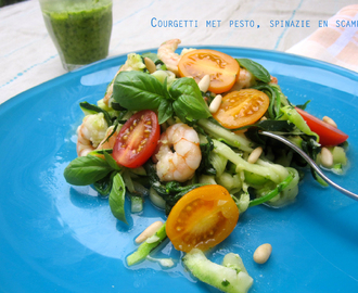 Courgetti met pesto, spinazie en scampi