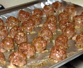 FAMOUS ASIAN MEATBALLS WITH TOASTED SESAME SEEDS