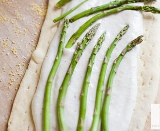 Victoria Vegan Alfredo and Asparagus Pizza