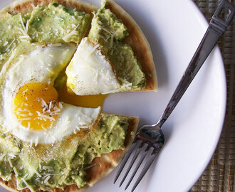 Egg and Avocado Breakfast Pita Pizza