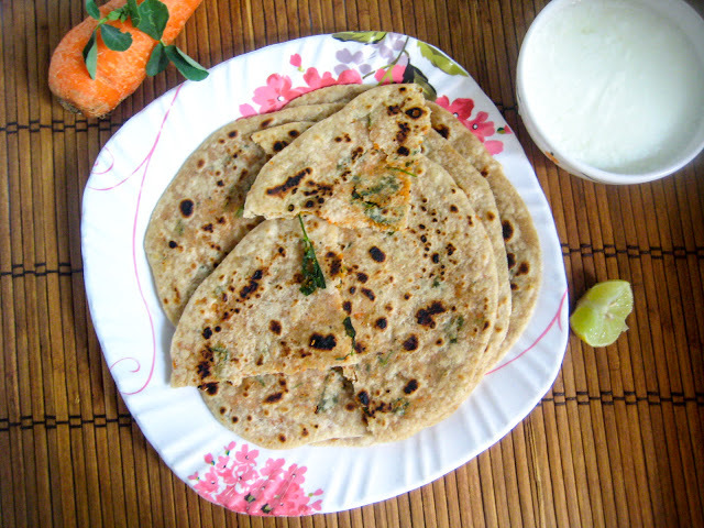 Carrot Methi Paratha Recipe / Stuffed Methi Paratha / Stuffed Chapati Recipe for Kids / Healthy Paratha for Kids