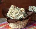 Crackers with seeds and beer - Galletas con semillas