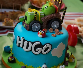TARTA RED VELVET Y CHOCOLATE BLANCO. ANGRY BIRD