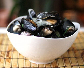Sake-Steamed Mussels for #SundaySupper
