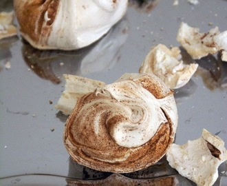 Giant Cocoa and Cinnamon Meringues / Rustikalne velike meringue s kakavom & cimetom