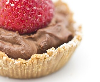 Chocolate Cream Tartelettes with Strawberry