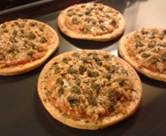 Mini Pizza's met Tonijn en Pesto