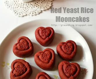 红麹莲蓉月饼 Red Yeast Rice Mooncakes