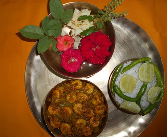 Paramita's  Kitchen:   Lau  Chingri  /  Bengali Style Bottle Gourd And Prawn Curry