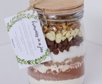 Brownies in a Jar | Homemade Gift with FREE Printable Gift Tag