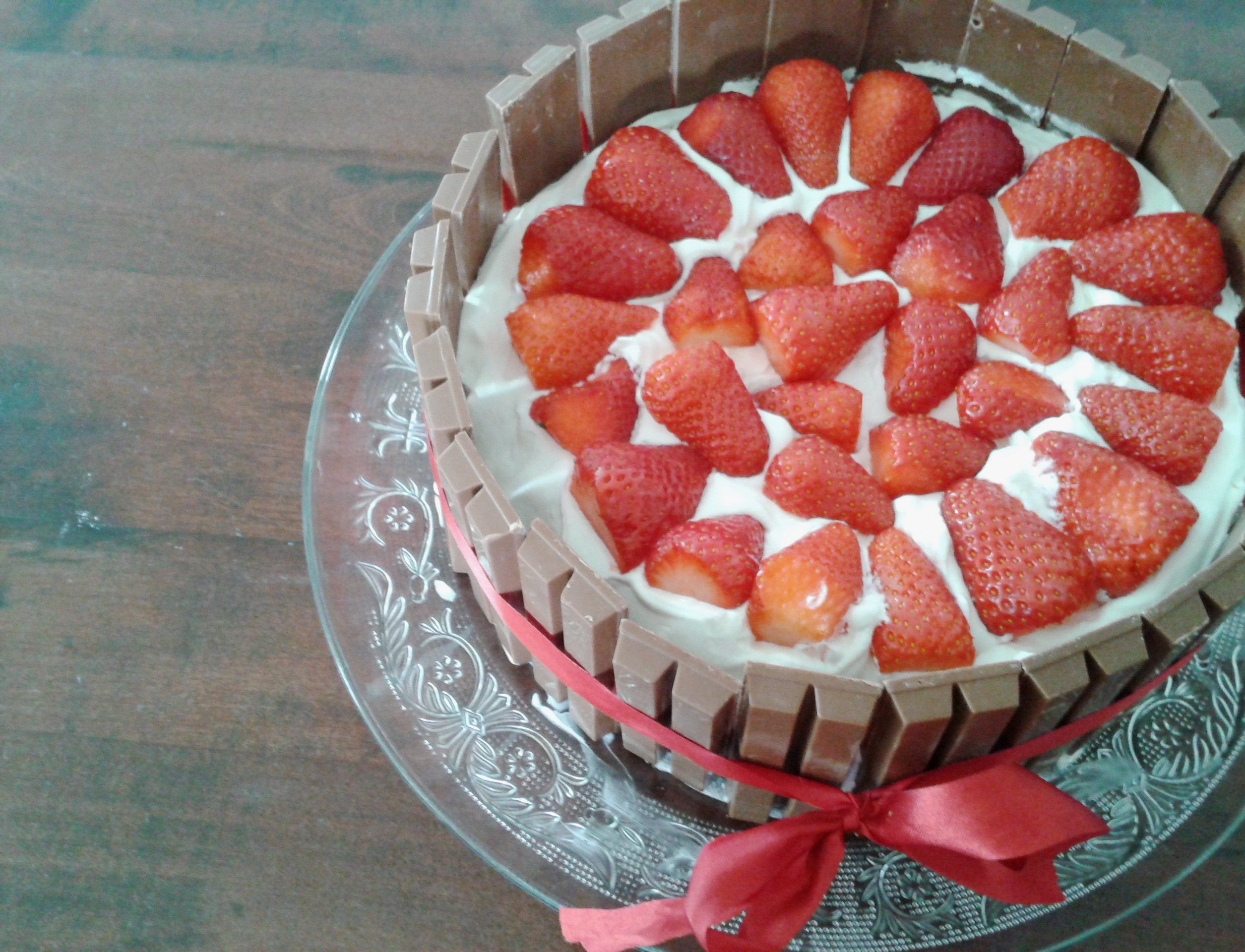 Biskuittorte mit Erdbeeren und Schlagsahne (Sponge Cake with Strawberries and Cream)