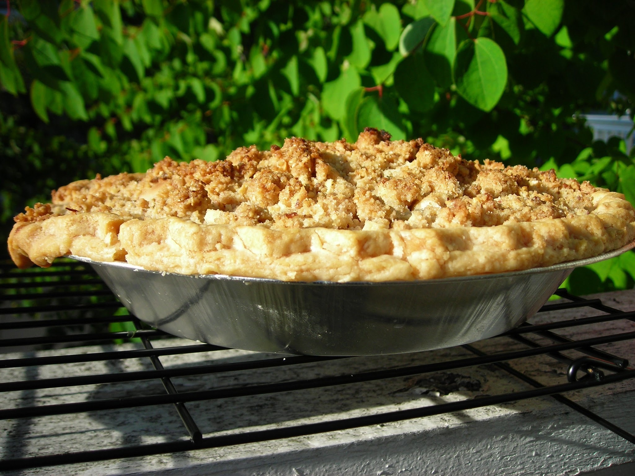 Peach Pie with Almond Crumble - gluten free & vegan