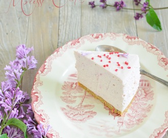 Strawberry Cheesecake Mousse Cake (Jordgubbscheesecake-moussetåta)