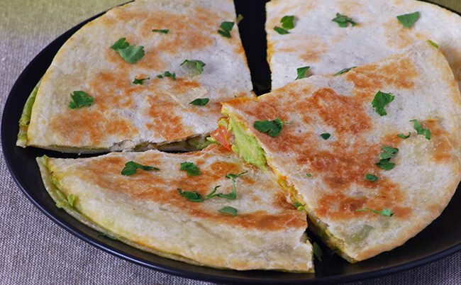 Quesadillas de aguacate y queso emmental