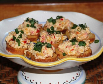 Creamy Shellfish and Garlic Toast Appetizers