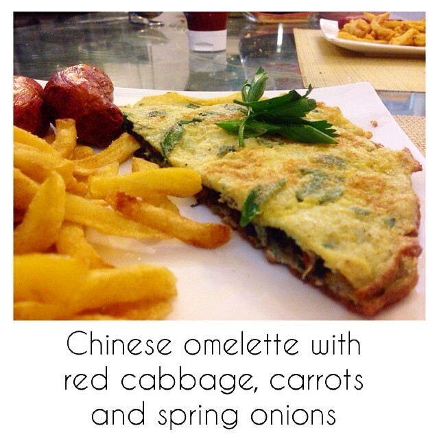 Cooking || Chinese Omelette stuffed with Red Cabbage, Carrots and Spring onions