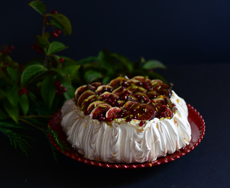 Fig Pavlova for the 32nd edition of the Sweet World / Pavlova de Figos para a 32ª edição do Sweet World.