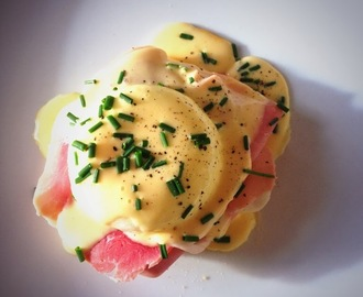 Eggs Benedict (Hollandaise Sauce)