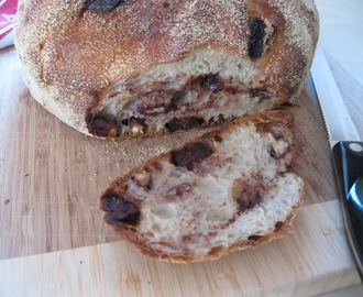 "Sullivan St. ""No Knead"" Bread with Figs, Walnuts and Chocolate"