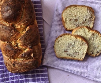 Pane in cassetta al latte e noci – Milk & walnut bread loaf