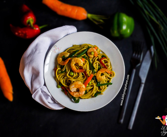 Stir fried spaghetti with shrimp