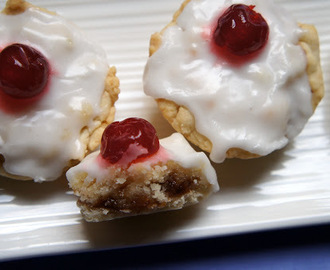Vegan English baking: Individual vegan bakewell tarts
