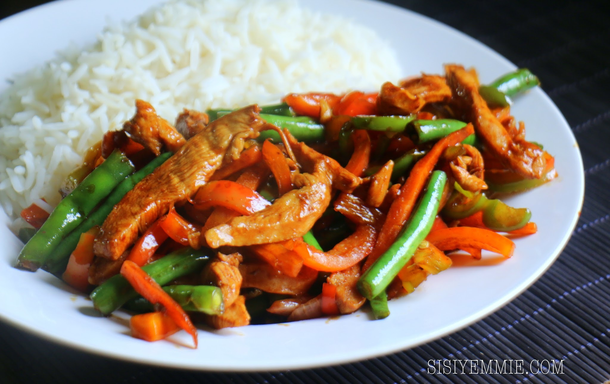 THIS CHICKEN & VEGGIE STIR-FRY IS PERFECT WITH RICE!