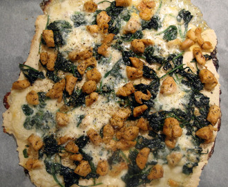 Pizza z kurczakiem, szpinakiem i serem mozzarella / Pizza with chicken, spinach and mozzarella cheese