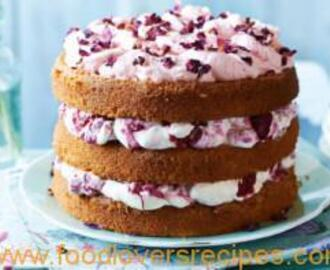 RASPBERRIE AND CREAM CAKE WITH ROSE PETALS