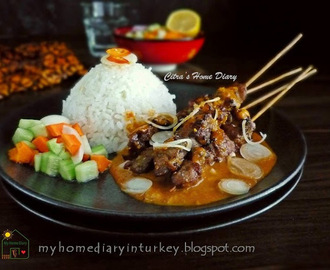 Sate Kambing Bumbu Kacang / Indonesian Lamb or mutton satay with peanut sauce