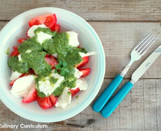 Salade de tomates - mozzarella au pesto de basilic et épinards (Tomatoes and mozzarella salad with basil and spinach pesto)