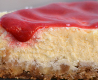 New York cheesecake met frambozencoulis