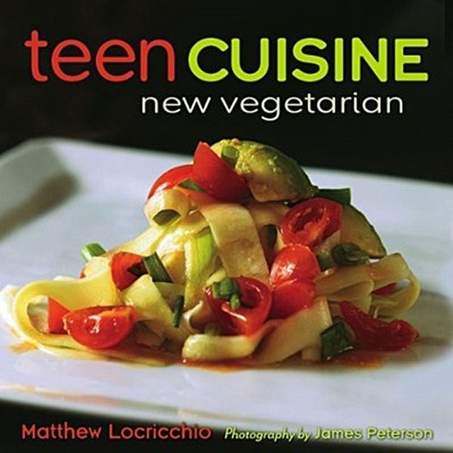 Cookbook Week cont'd: Teen Cuisine New Vegetarian and a #MeatlessMonday recipe for Bite-Me Chili