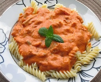 Vegetarian pasta with tomato sauce and cream - recipe