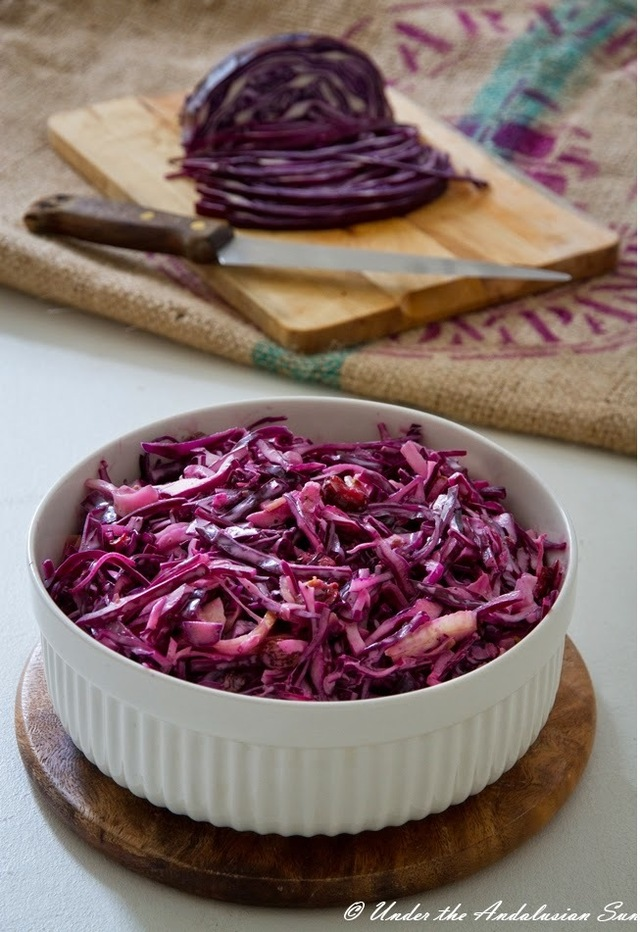 Coleslaw with red cabbage and fennel