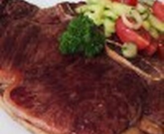 Rib-Eye Steak mit Gurken-Tomaten Salat