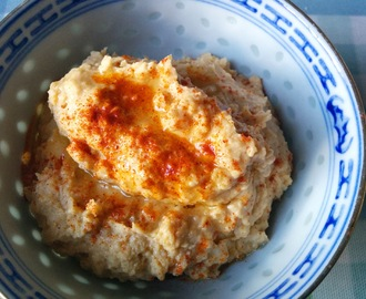 Roasted Garlic and Smoked Paprika Houmous