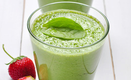 Spinach and Strawberry Smoothie with Protein Powder