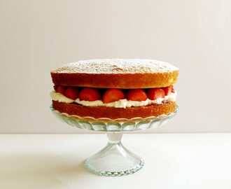 Victoria Sponge with Strawberries & Cream