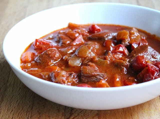 Beef with Tomatoes and Sweet Paprika - Slow Cooker Recipe