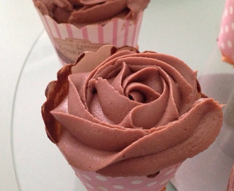 Cupcake topping nutella et décor rose