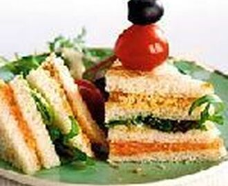 High tea -Luxe zalmsandwiches